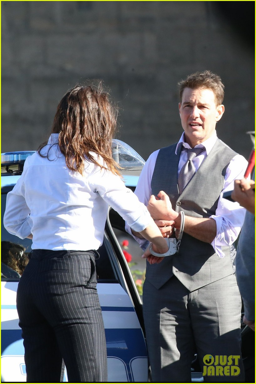tom cruise hayley atwell handcuffed together mission impossible 634502314