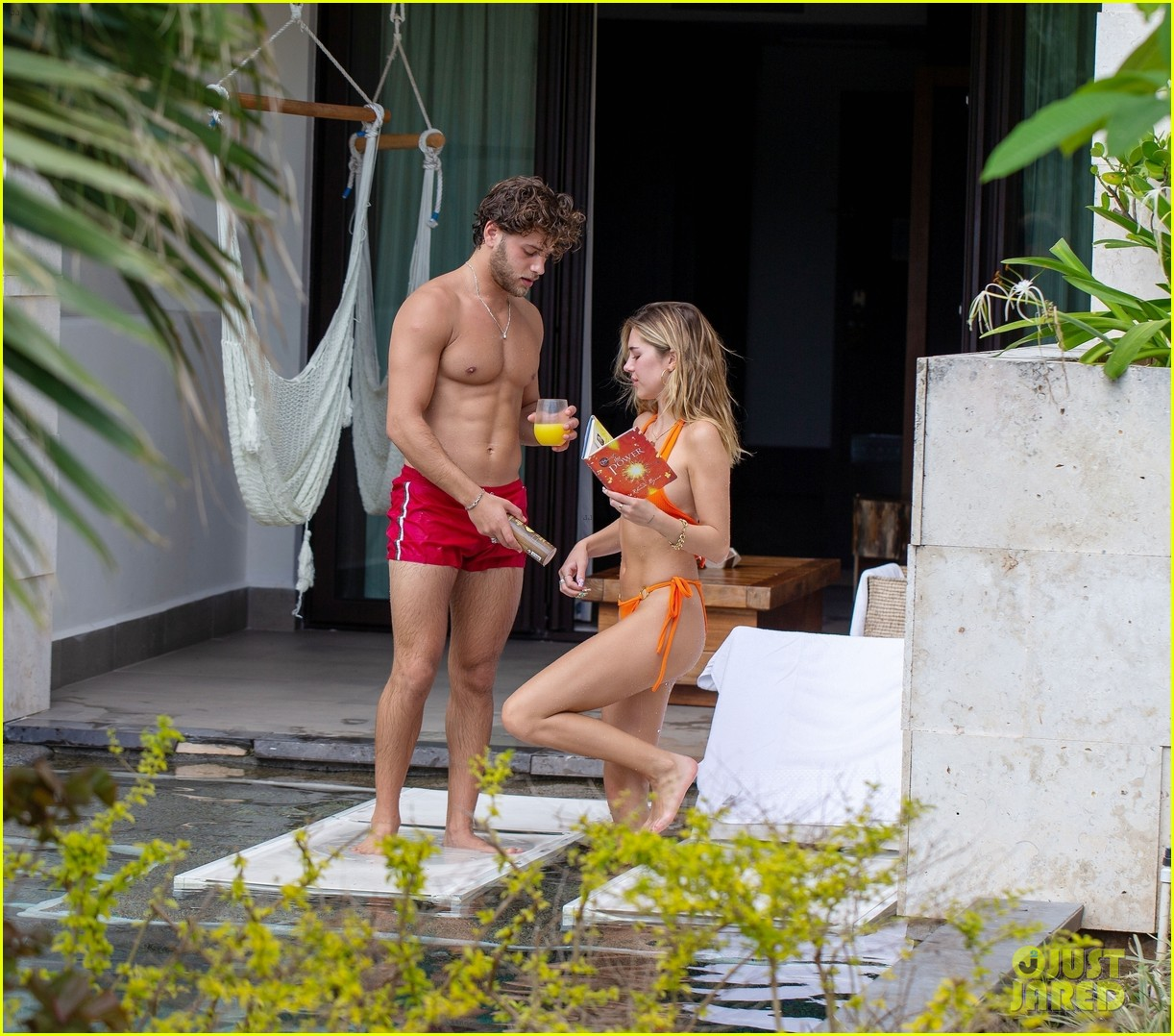 delilah belle hamlin eyal booker pda in mexico 074504020