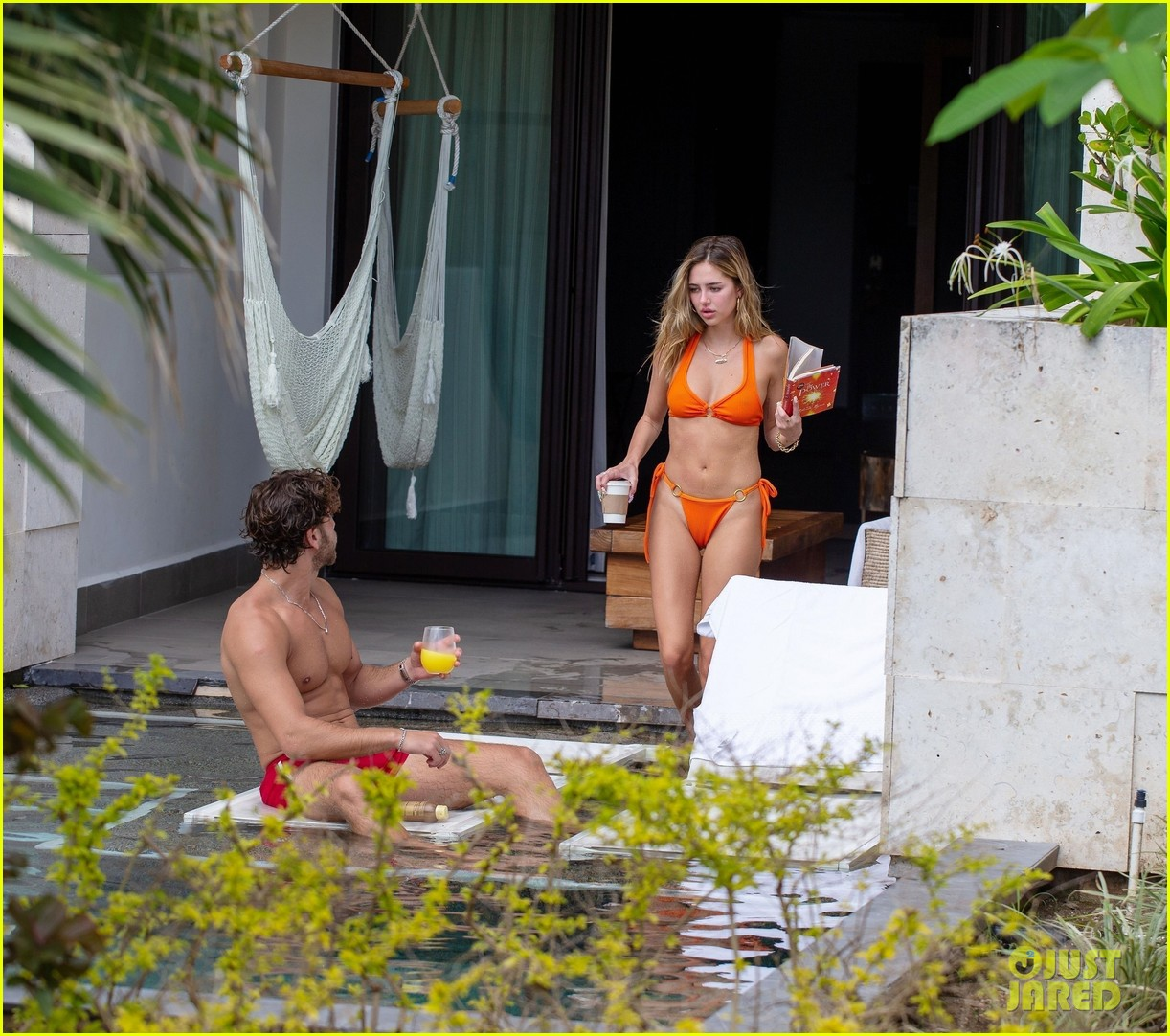delilah belle hamlin eyal booker pda in mexico 084504021