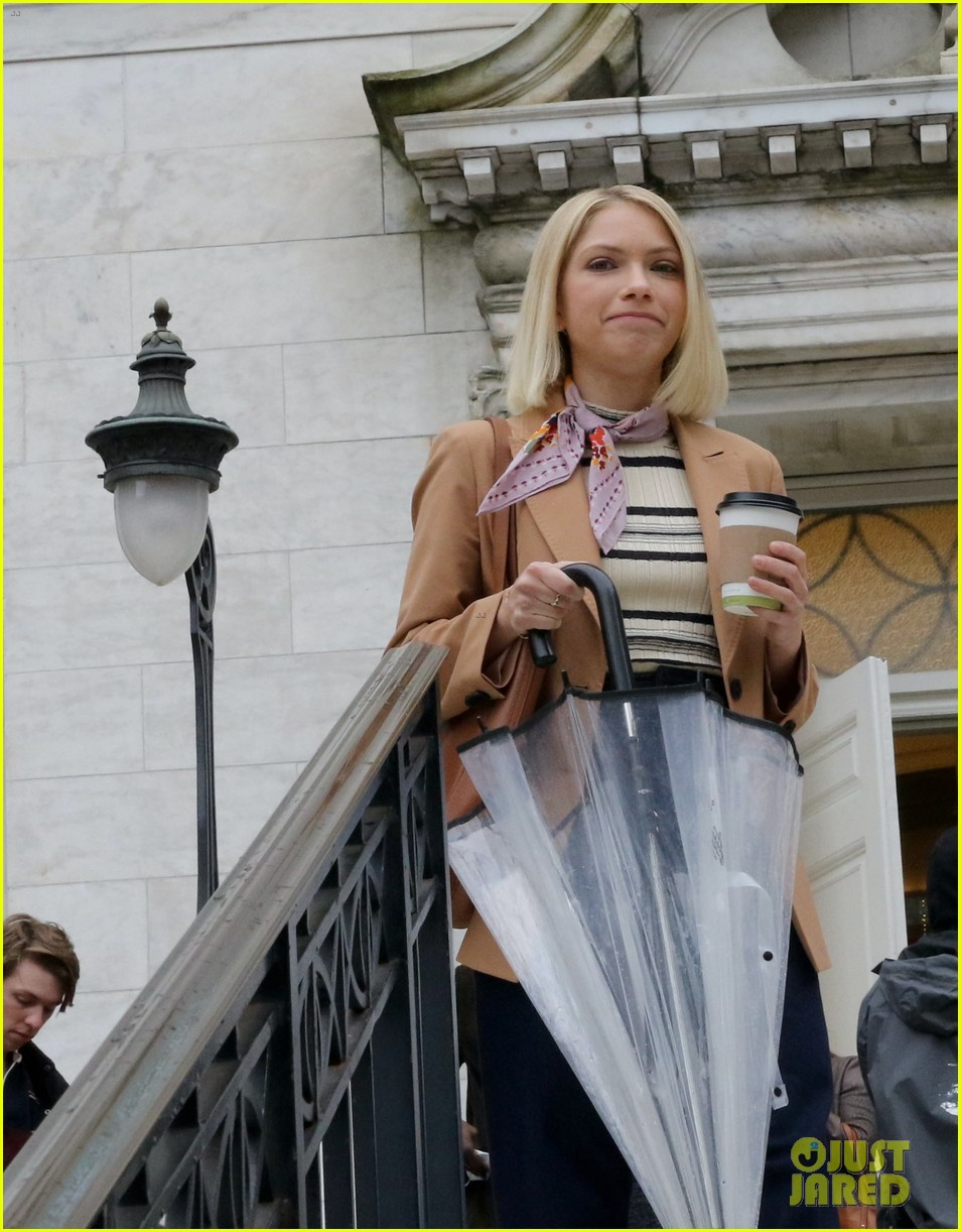 gossip girl in school uniforms 024503168