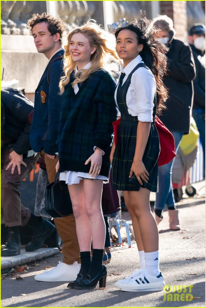 gossip girl in school uniforms 034503169
