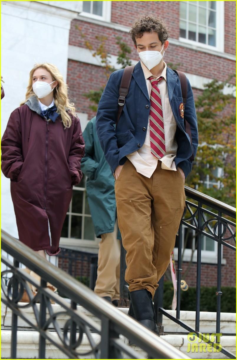 gossip girl in school uniforms 054503171