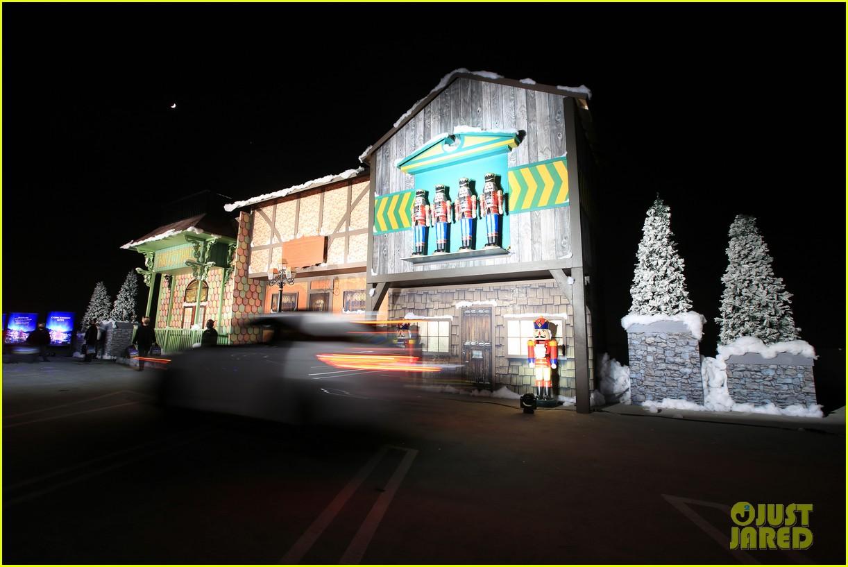 goldie hawn birthday kurt russell christmas chronicles 2 screening 164501991