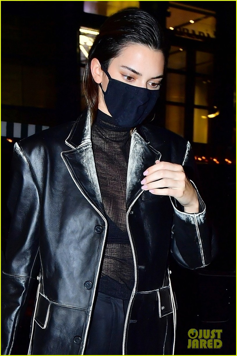 kendall jenner night out again with bella hadid 044502467