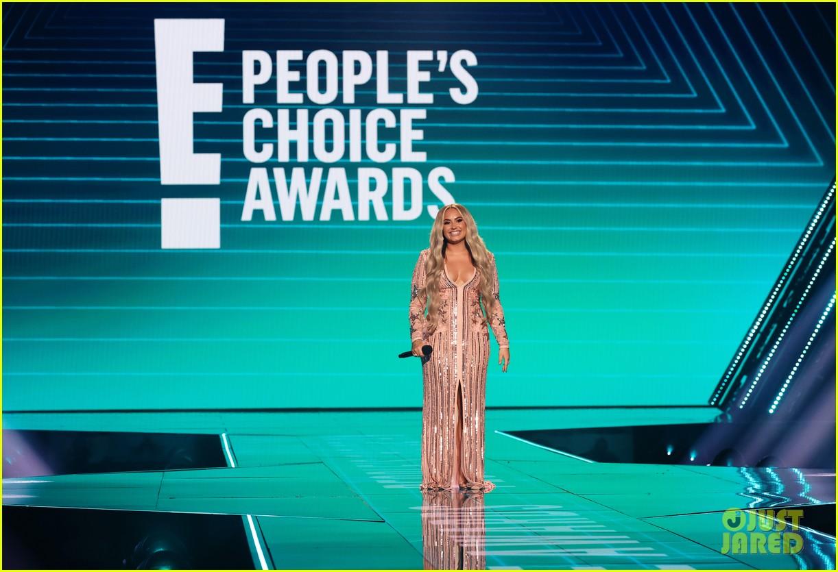 demi lovato peoples choice awards 2020 014501003