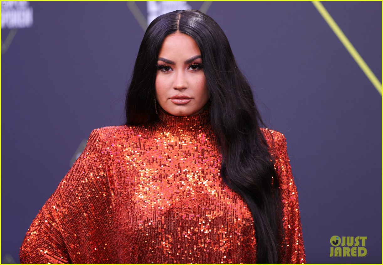demi lovato peoples choice awards red carpet 014500975