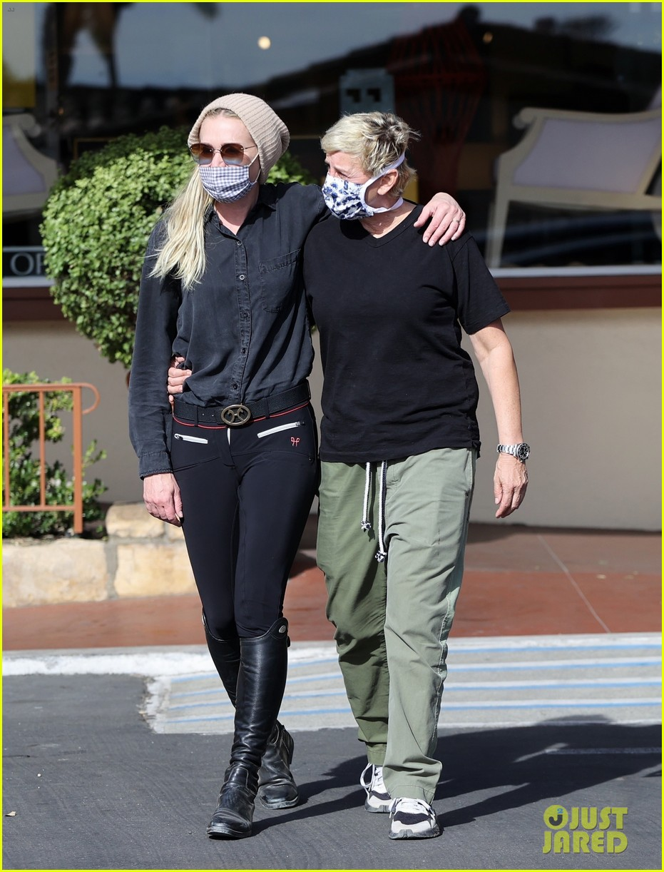 ellen degeneres portia de rossi keep close while shopping 014502404