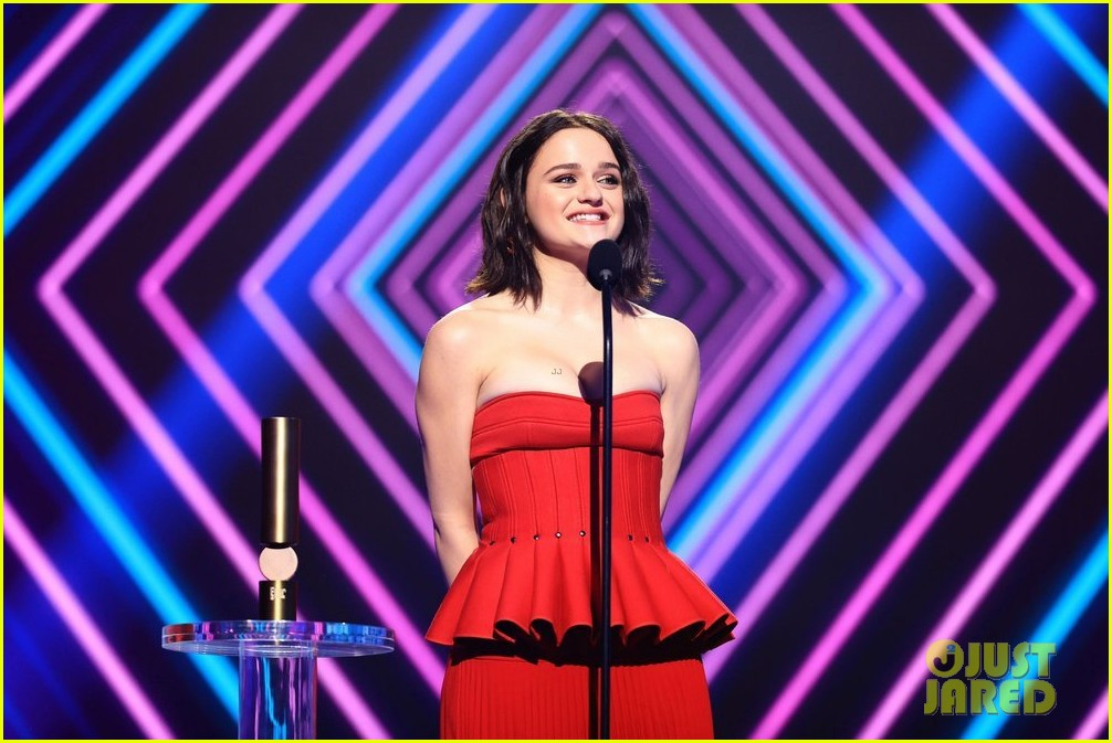 red at peoples choice awards 024501135