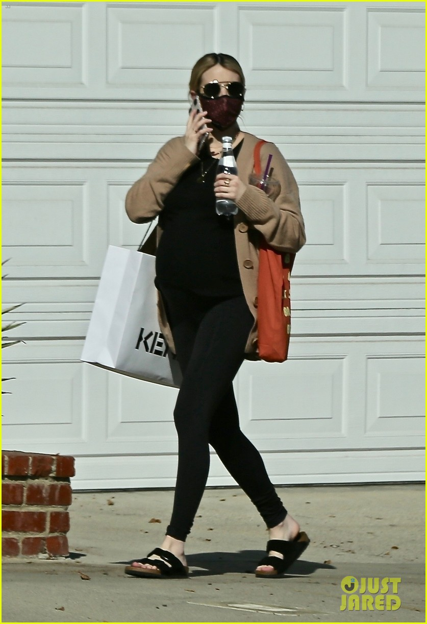 emma roberts seen with growing baby bump 044501894