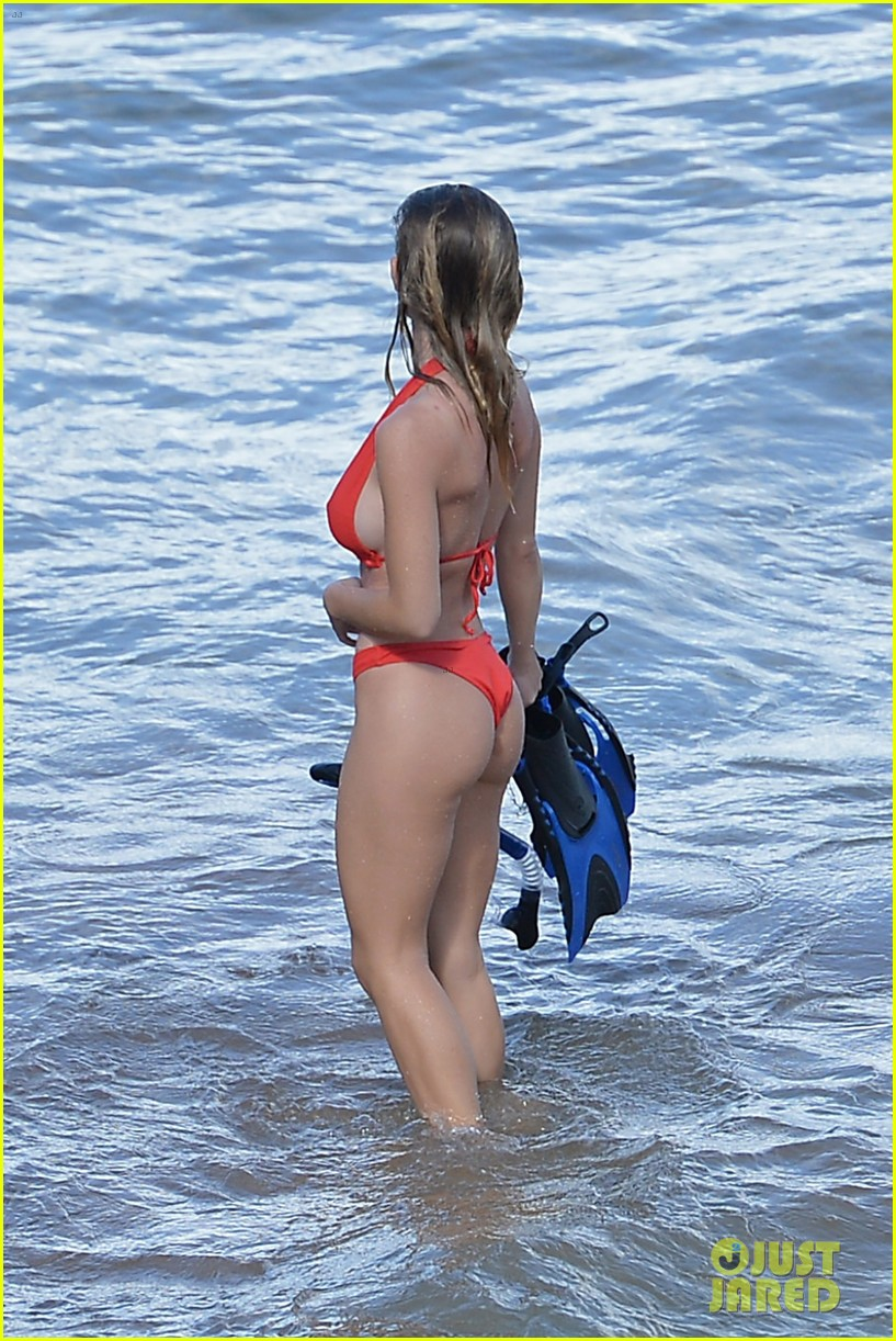 sydney sweeney rocks red bikini while snorkeling in hawaii 024504690
