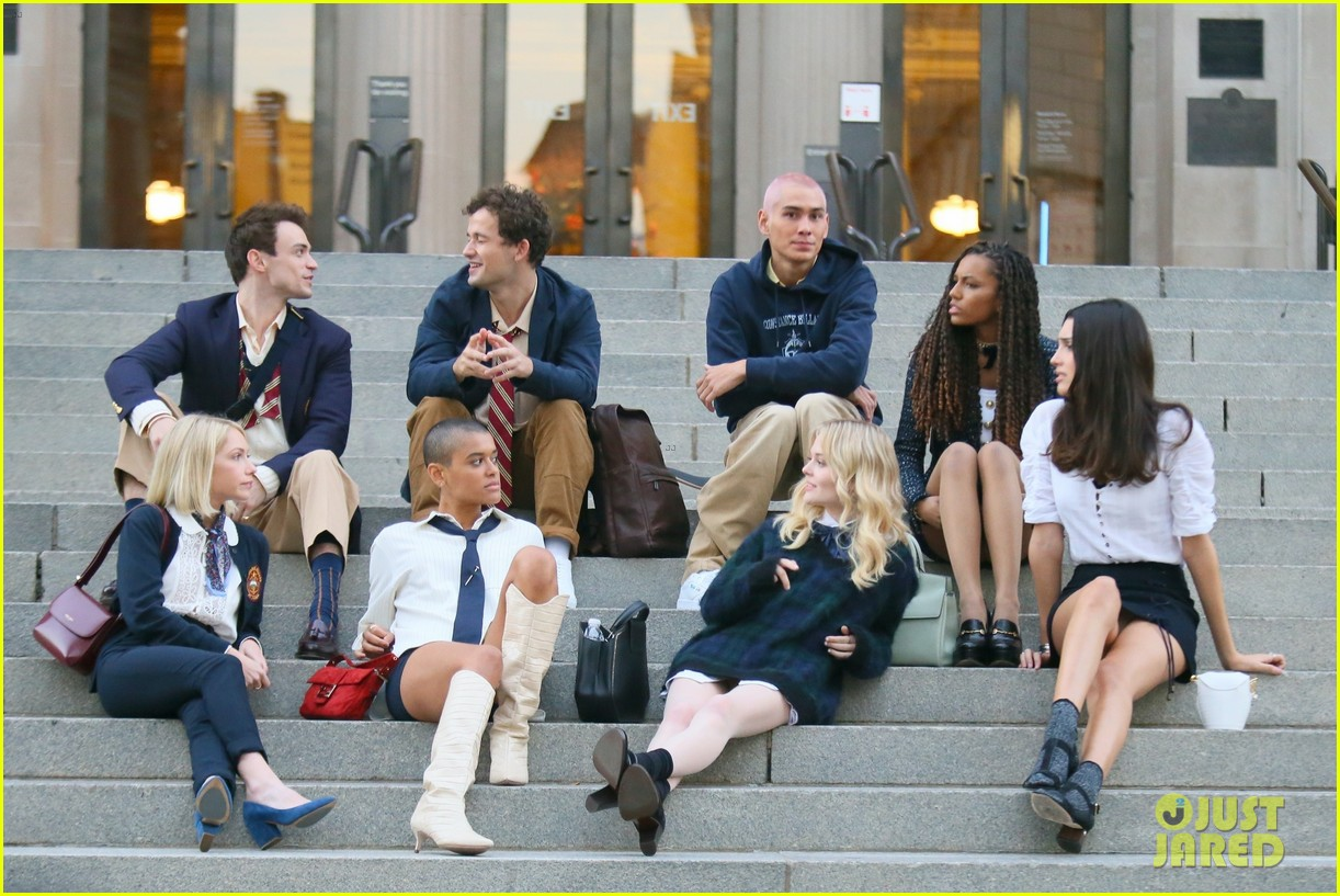 you have to see these new pics of thomas doherty gossip girl cast filming on the steps 164499456