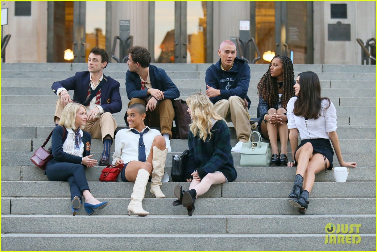 you have to see these new pics of thomas doherty gossip girl cast filming on the steps 184499458