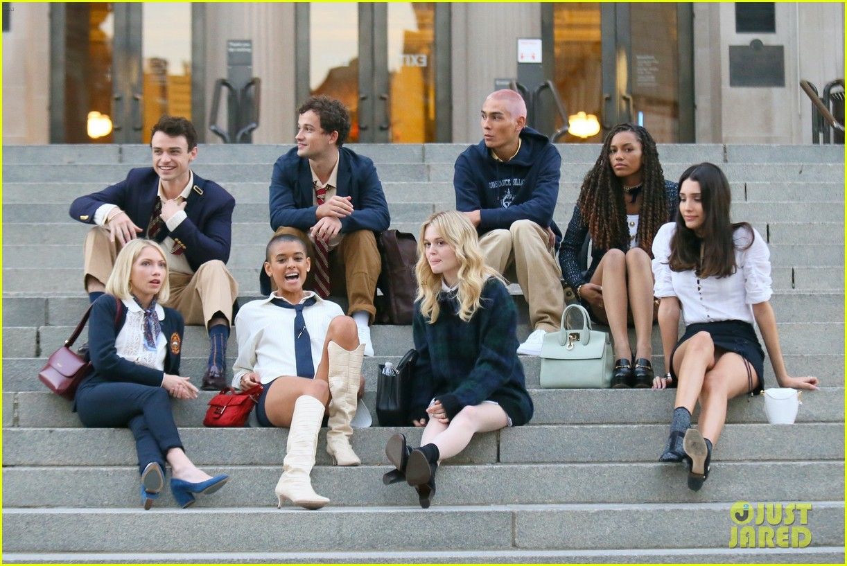 you have to see these new pics of thomas doherty gossip girl cast filming on the steps 204499460