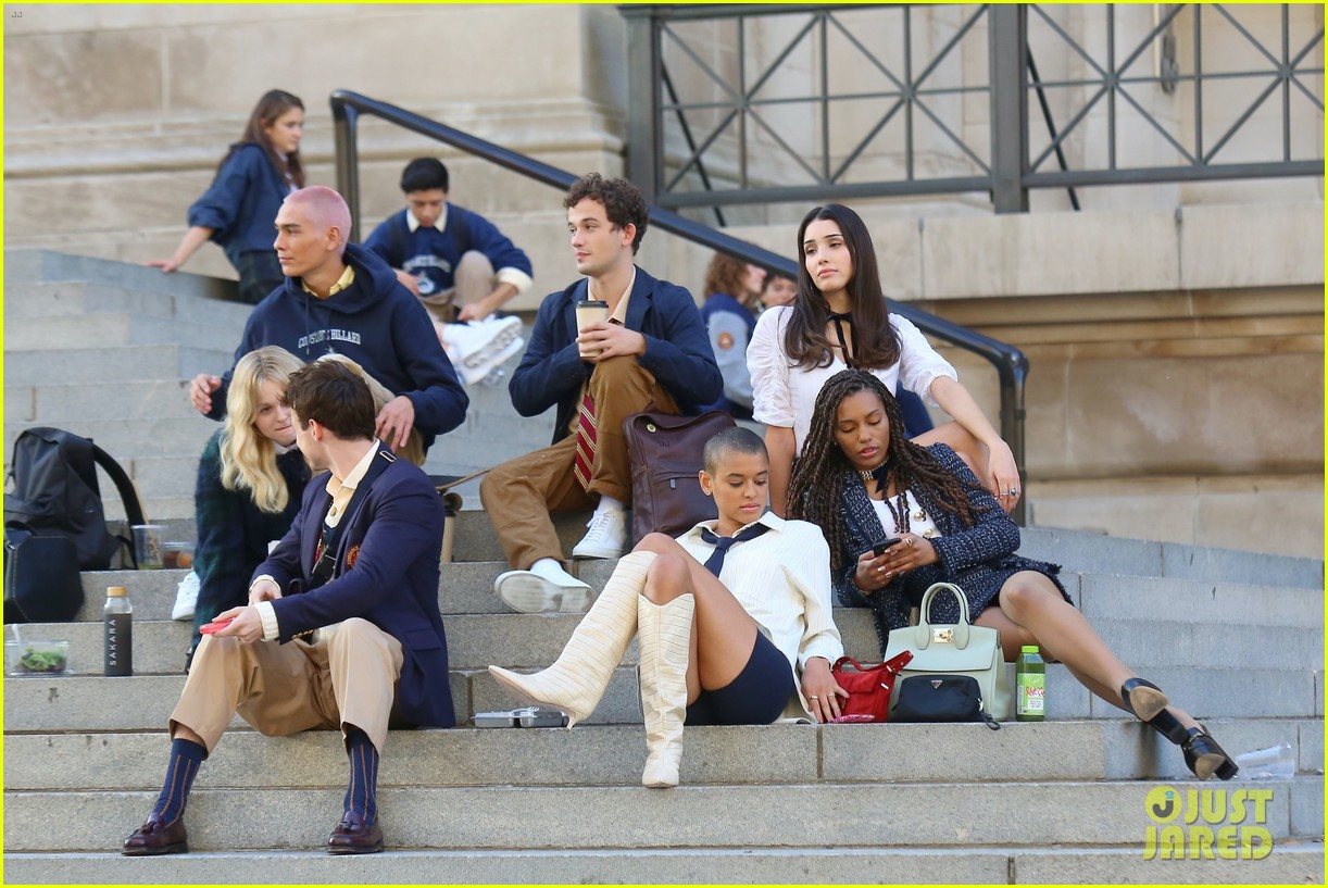 you have to see these new pics of thomas doherty gossip girl cast filming on the steps 254499465