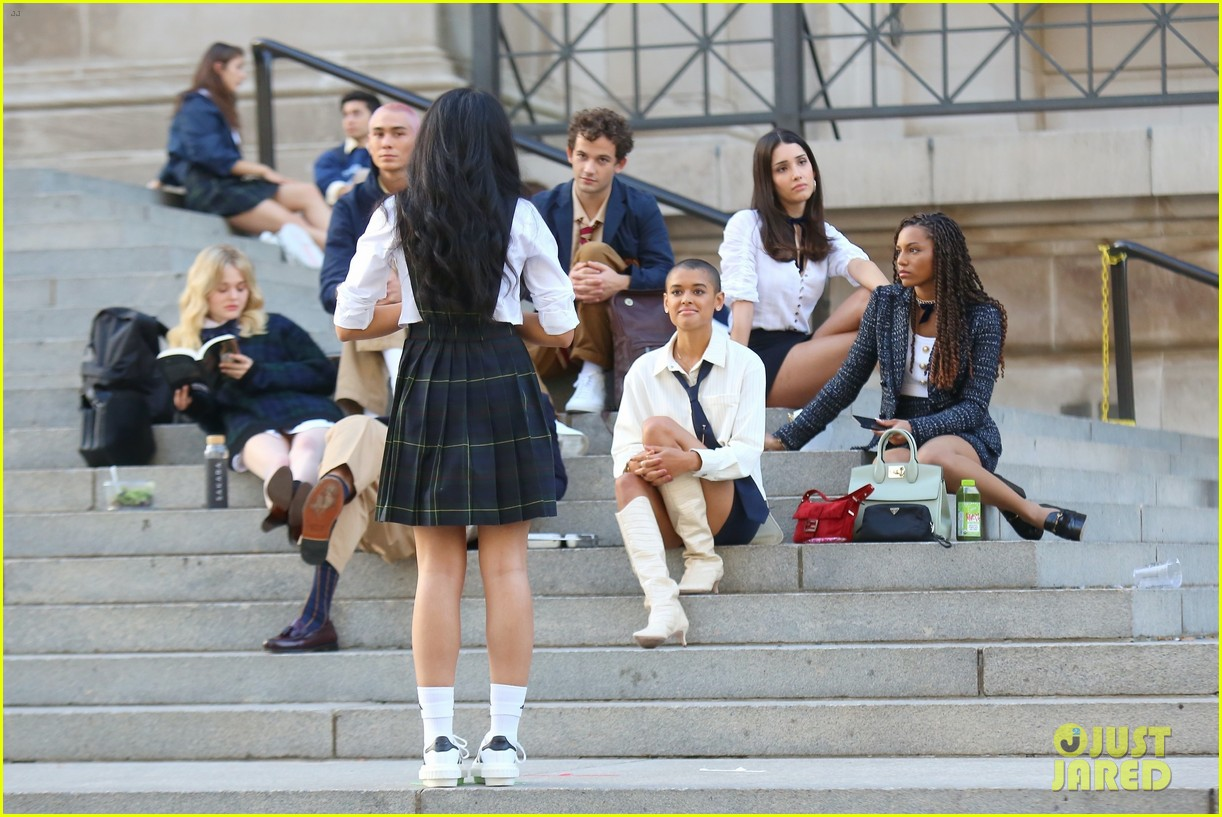 you have to see these new pics of thomas doherty gossip girl cast filming on the steps 264499466
