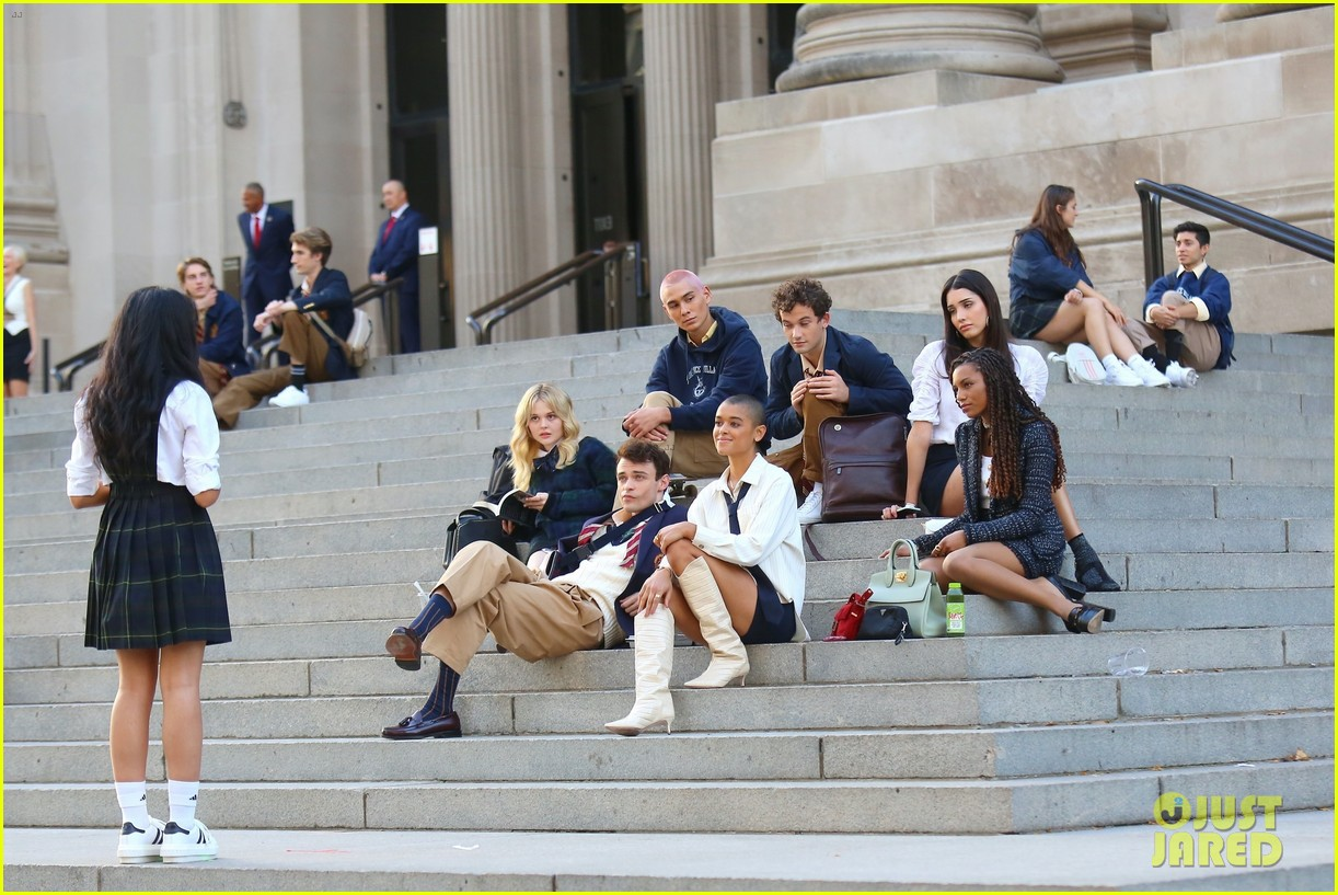 you have to see these new pics of thomas doherty gossip girl cast filming on the steps 274499467