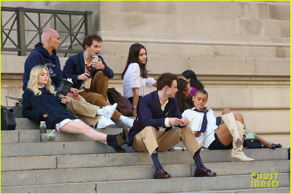 you have to see these new pics of thomas doherty gossip girl cast filming on the steps 284499468