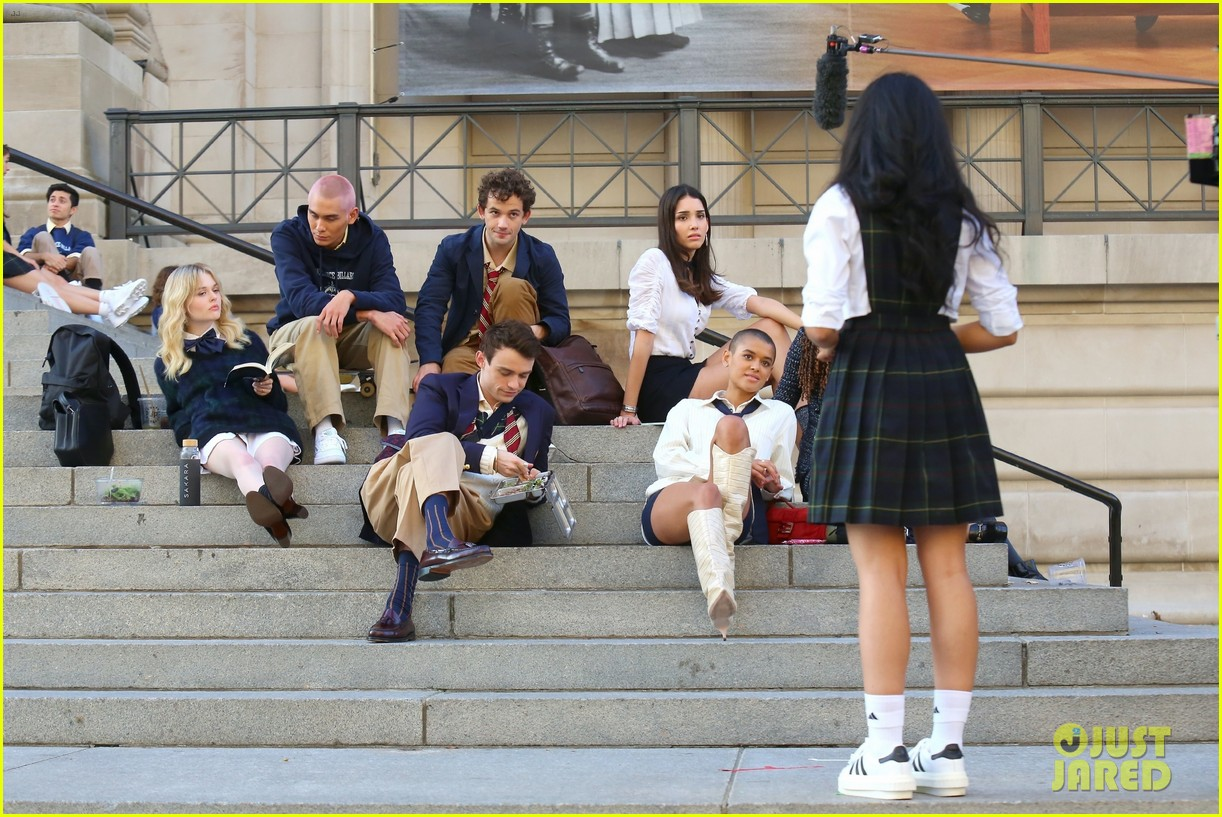you have to see these new pics of thomas doherty gossip girl cast filming on the steps 294499469