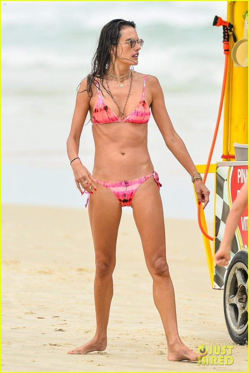alessandra ambrosio bikini december  2020 084512606