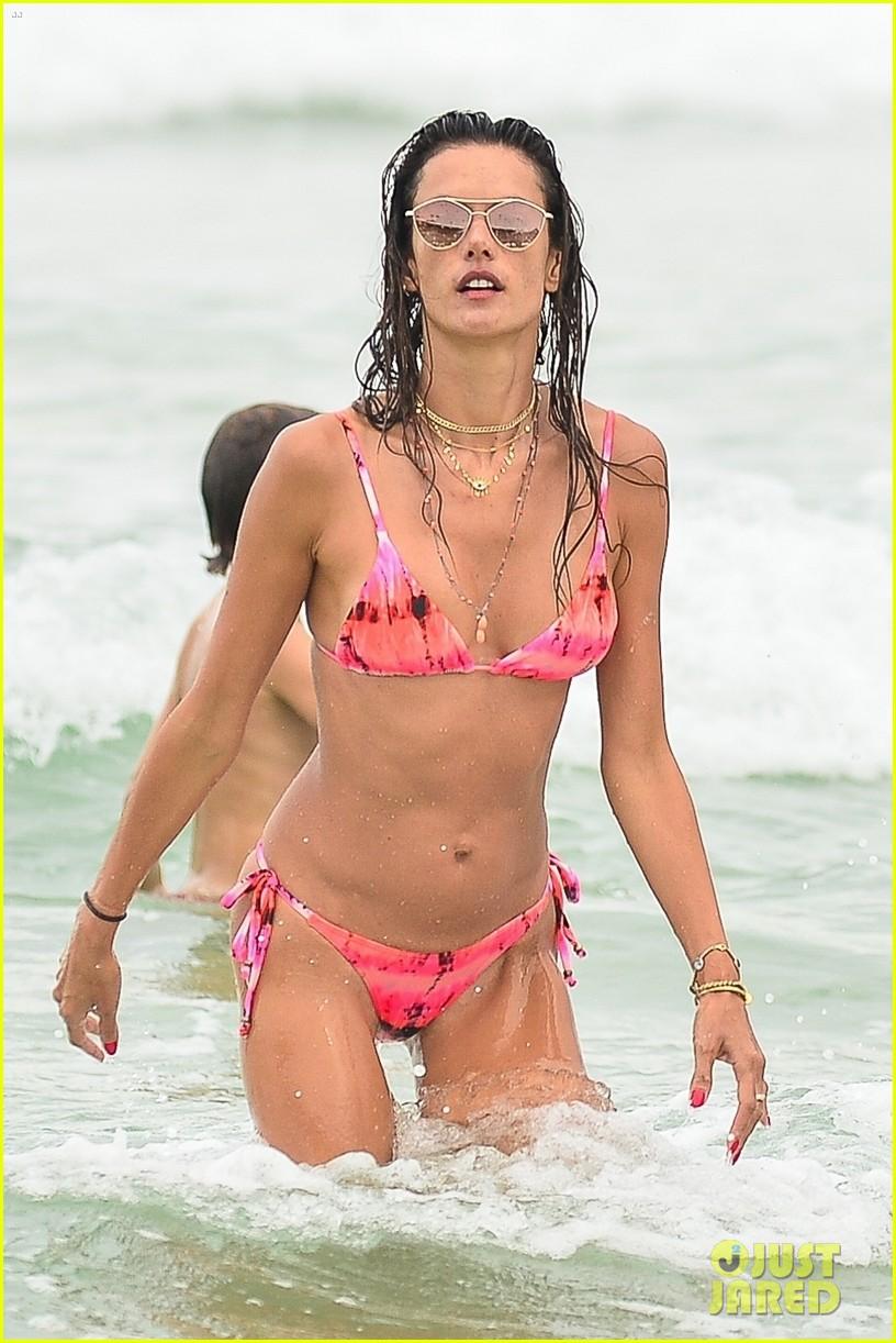 alessandra ambrosio bikini december  2020 684512623