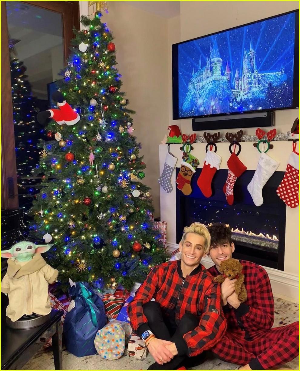 ariana grande christmas with dalton gomez 094511856