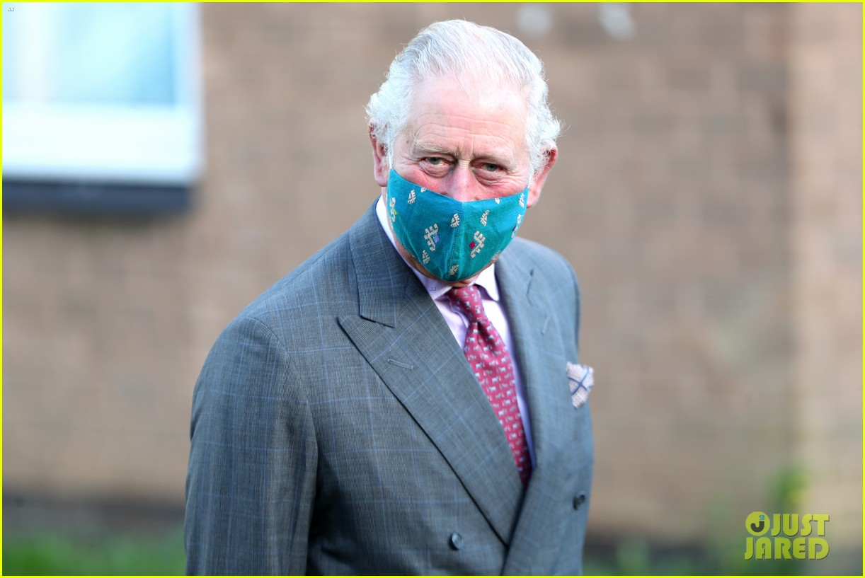 prince charles talks covid vaccine during hospital visit with camilla 044509574