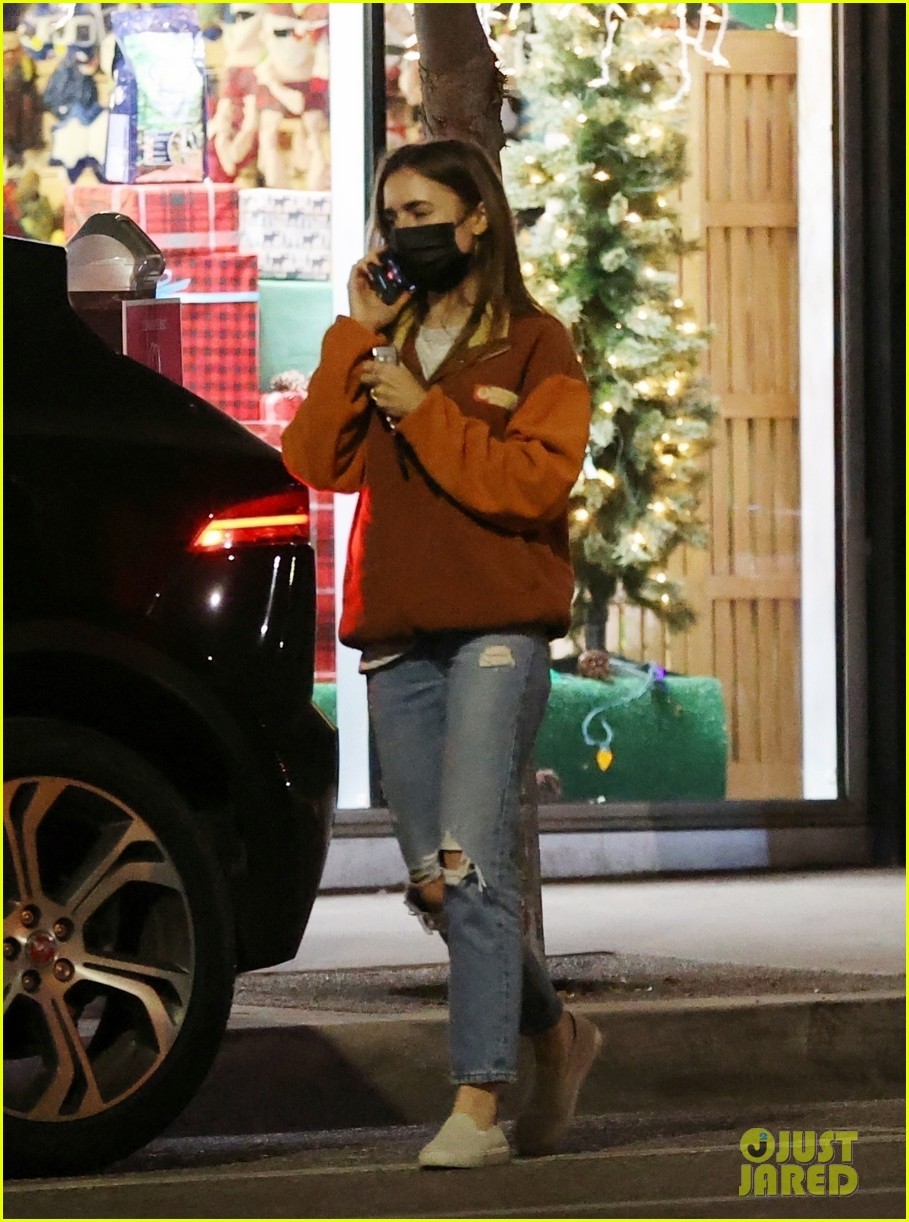 lily collins candid photos 054504987