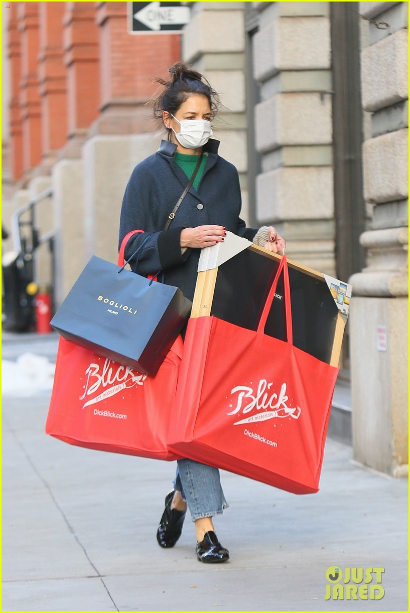 katie holmes loads up on art supplies emilio vitolo meet up nyc 014510966