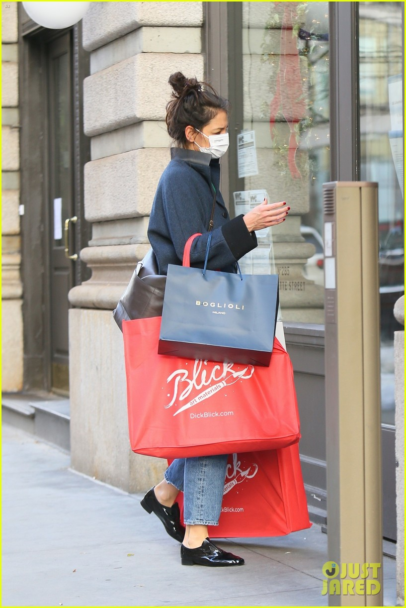 katie holmes loads up on art supplies emilio vitolo meet up nyc 034510968