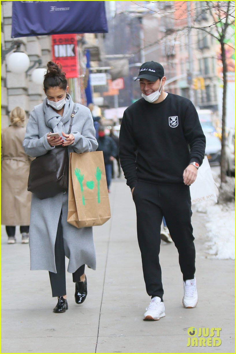 katie holmes loads up on art supplies emilio vitolo meet up nyc 054510970