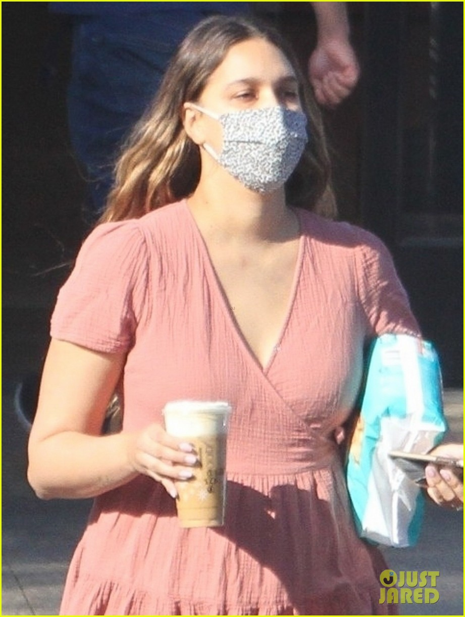 april love geary picks up diapers after welcoming baby 3 044510963