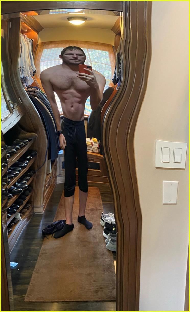 chris pratt shares shirtless selfie with filter 044511847