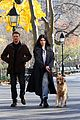 hailee steinfeld jeremy renner with lucky the pizza dog 02