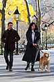 hailee steinfeld jeremy renner with lucky the pizza dog 12
