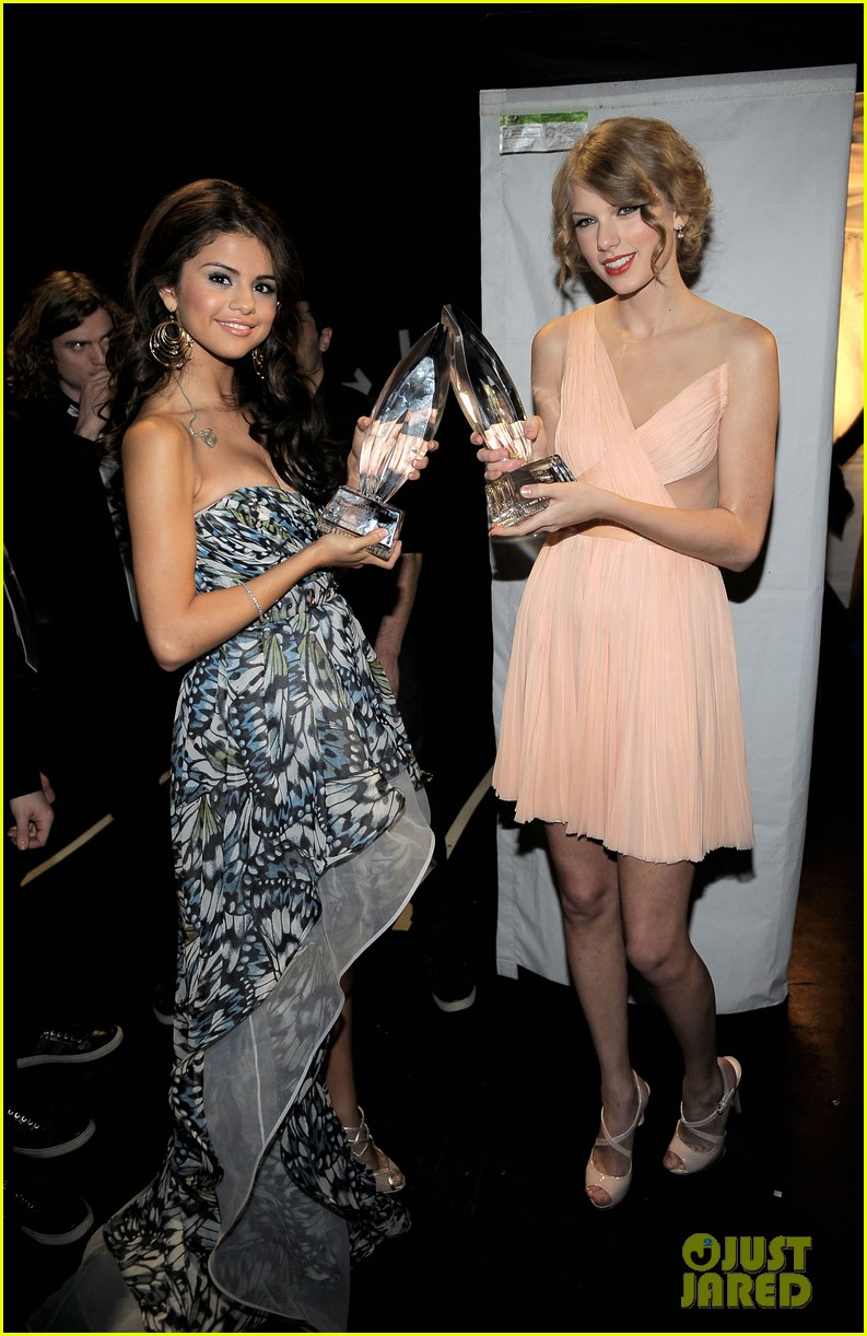 is taylor swift dorothea song about selena gomez 014507926