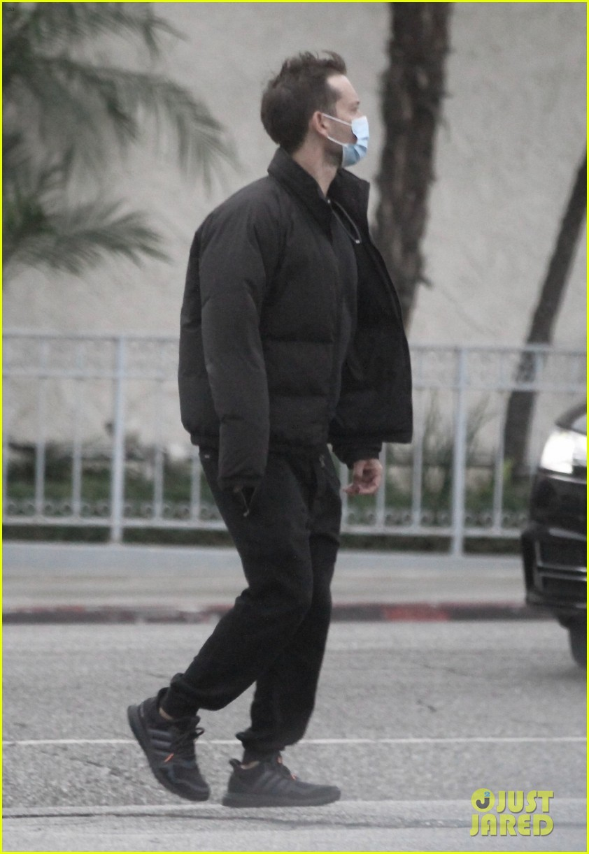 tobey maguire spotted on christmas day 014511598