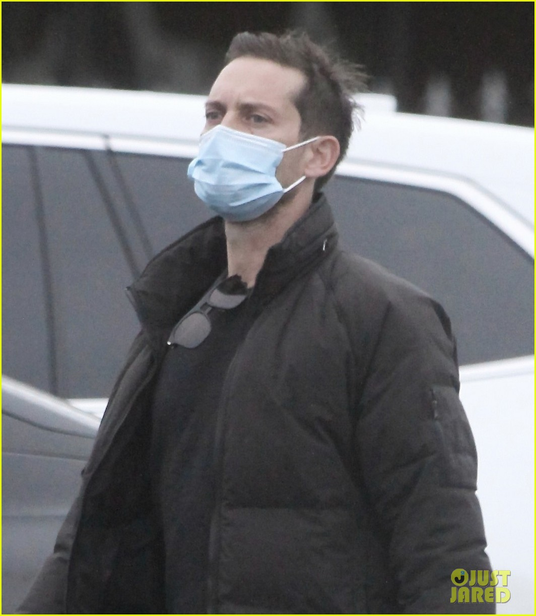 tobey maguire spotted on christmas day 024511599