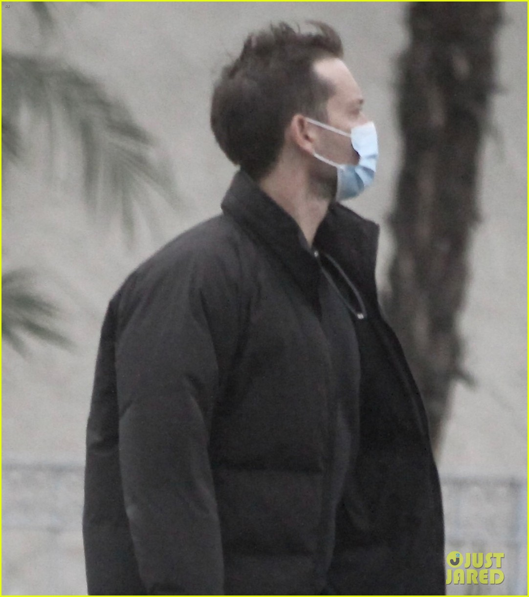 tobey maguire spotted on christmas day 044511601