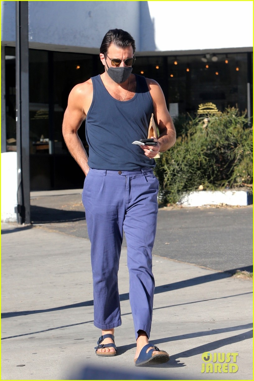 zachary quinto looks fit tank shirt out about 034510231