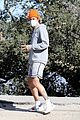 justin bieber throws up the peace sign on hike 03