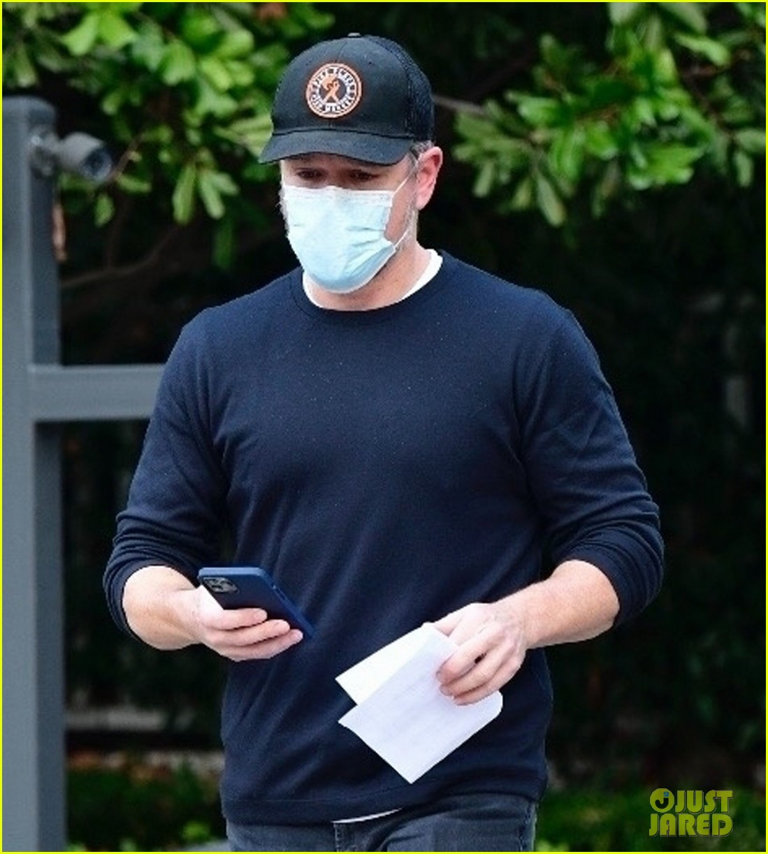 matt damon visits ben affleck house 044515277