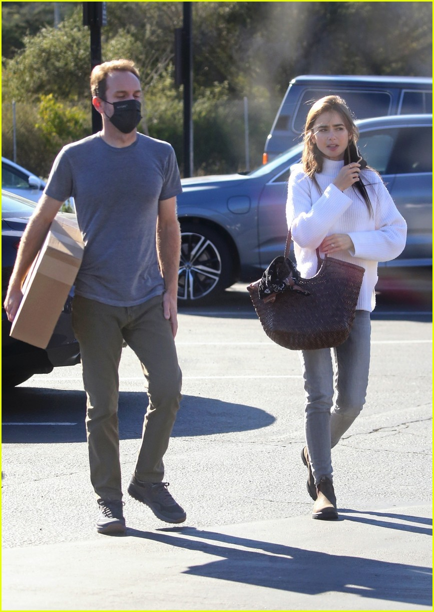 lilly collins recycling 024516600