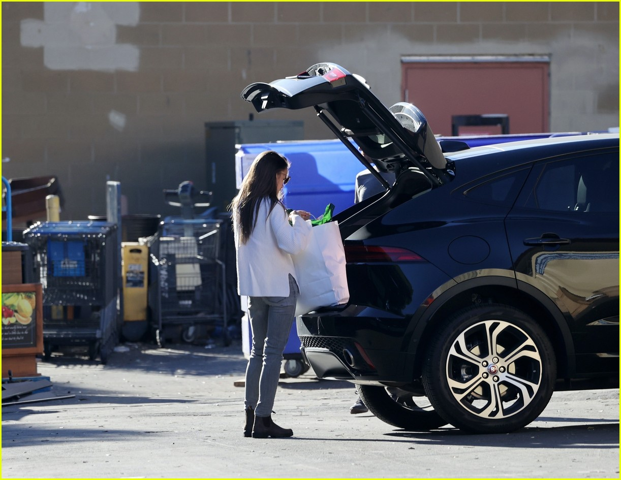 lilly collins recycling 114516609