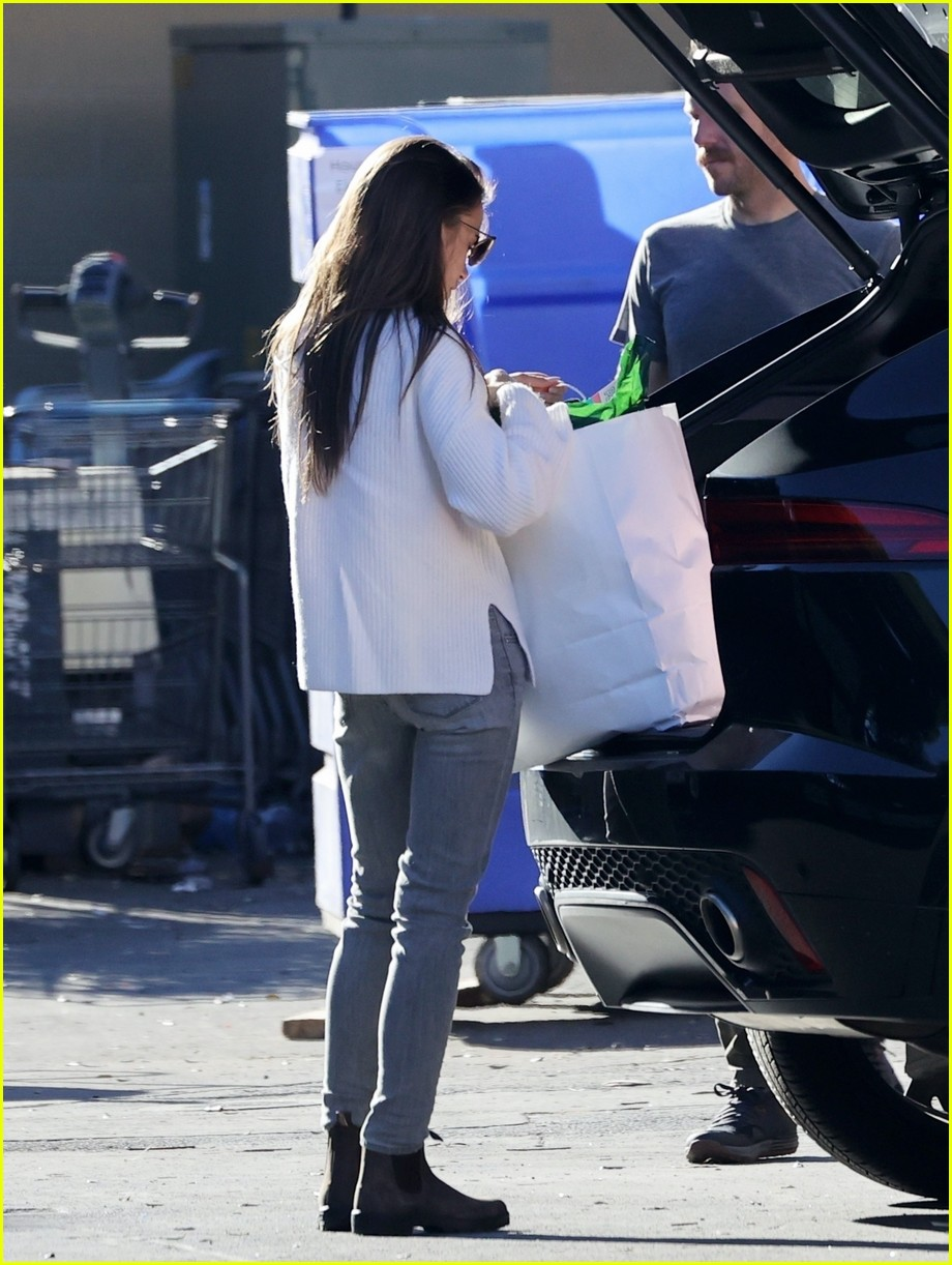 lilly collins recycling 124516550