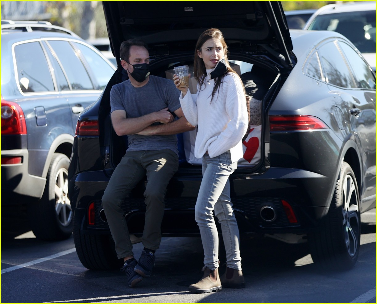 lilly collins recycling 144516552