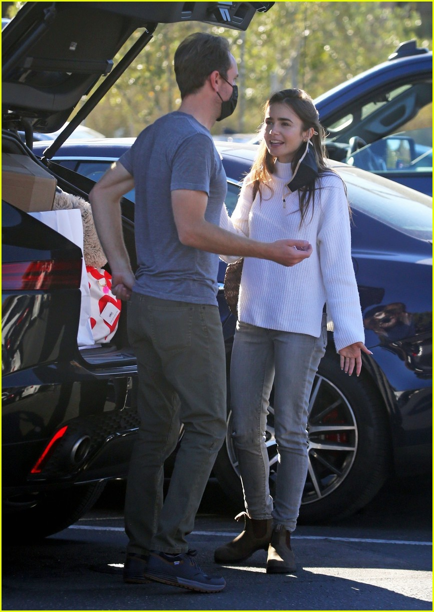 lilly collins recycling 194516557