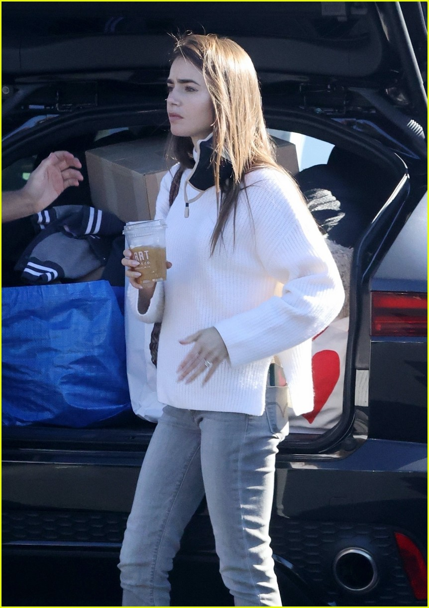 lilly collins recycling 224516620