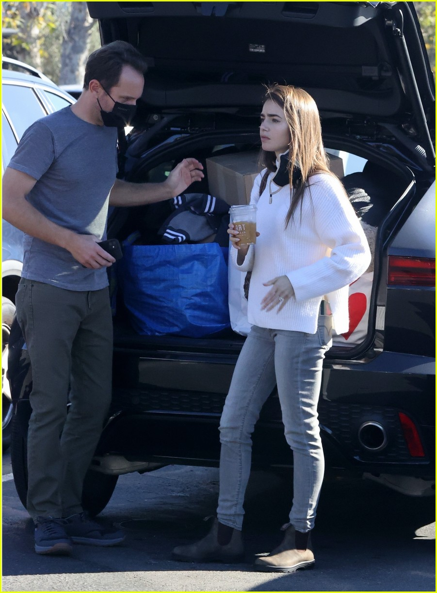 lilly collins recycling 234516561