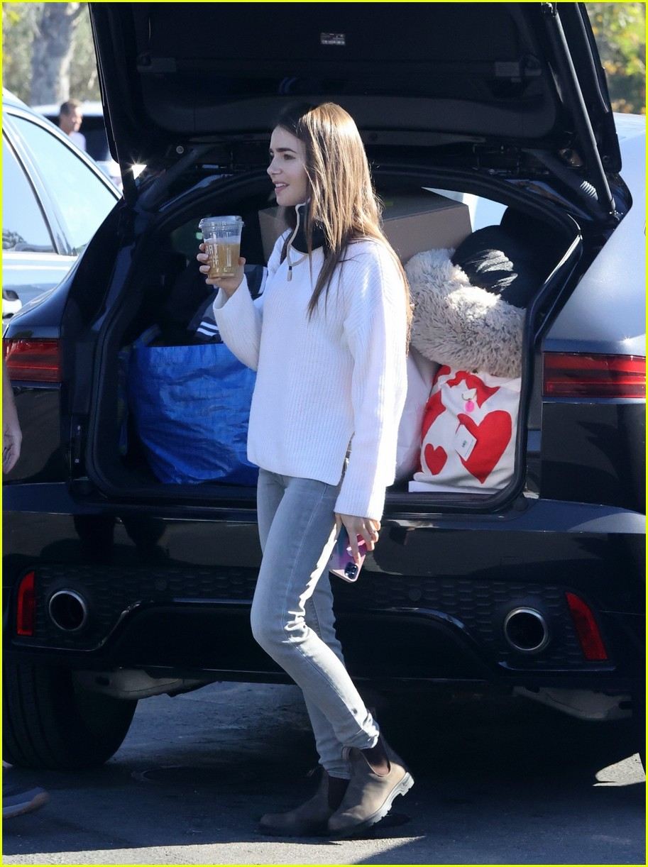 lilly collins recycling 264516624