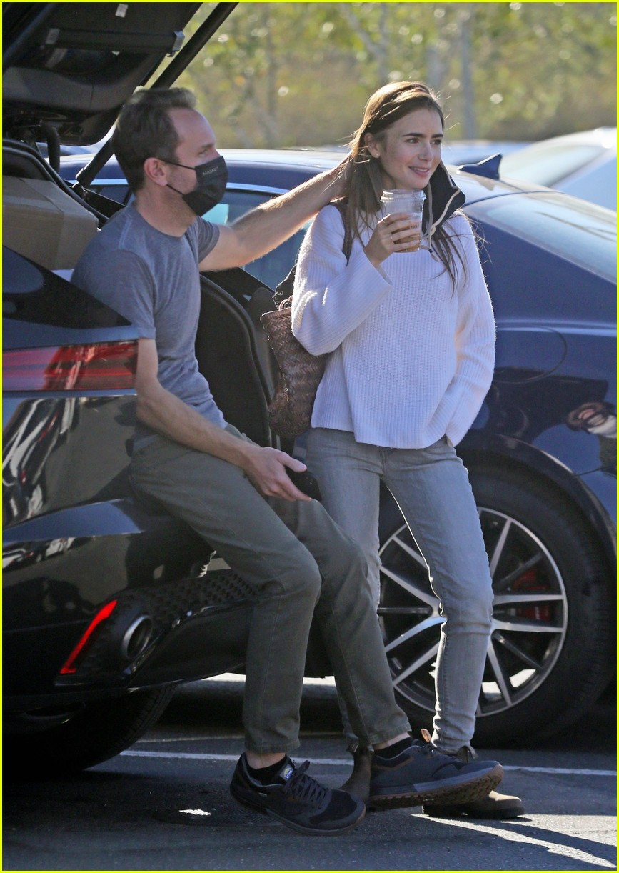 lilly collins recycling 514516589